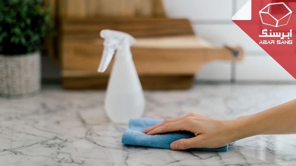 تصویری از خشک کردن سنگ مرمریت با دستمال