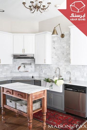تصویری از آشپزخانه با آیلند مرمریت